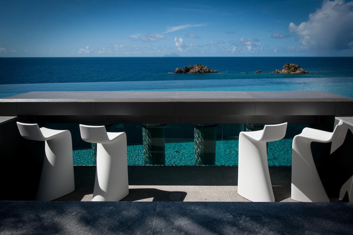 Location villa Gustavia - Le coin repas de la terrasse
