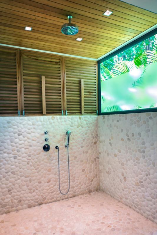 Location villa Lorient - La douche extérieure