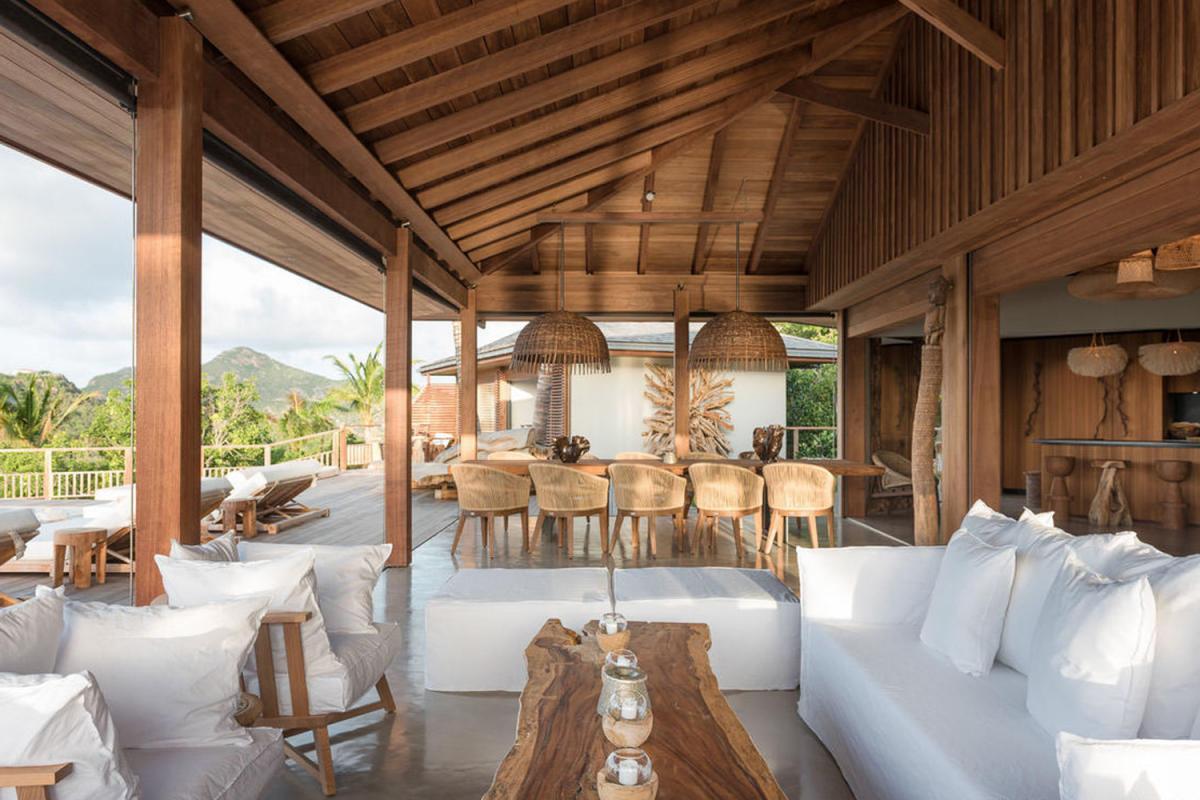 Location villa Saint-Jean - Les coins salon et repas de la terrasse