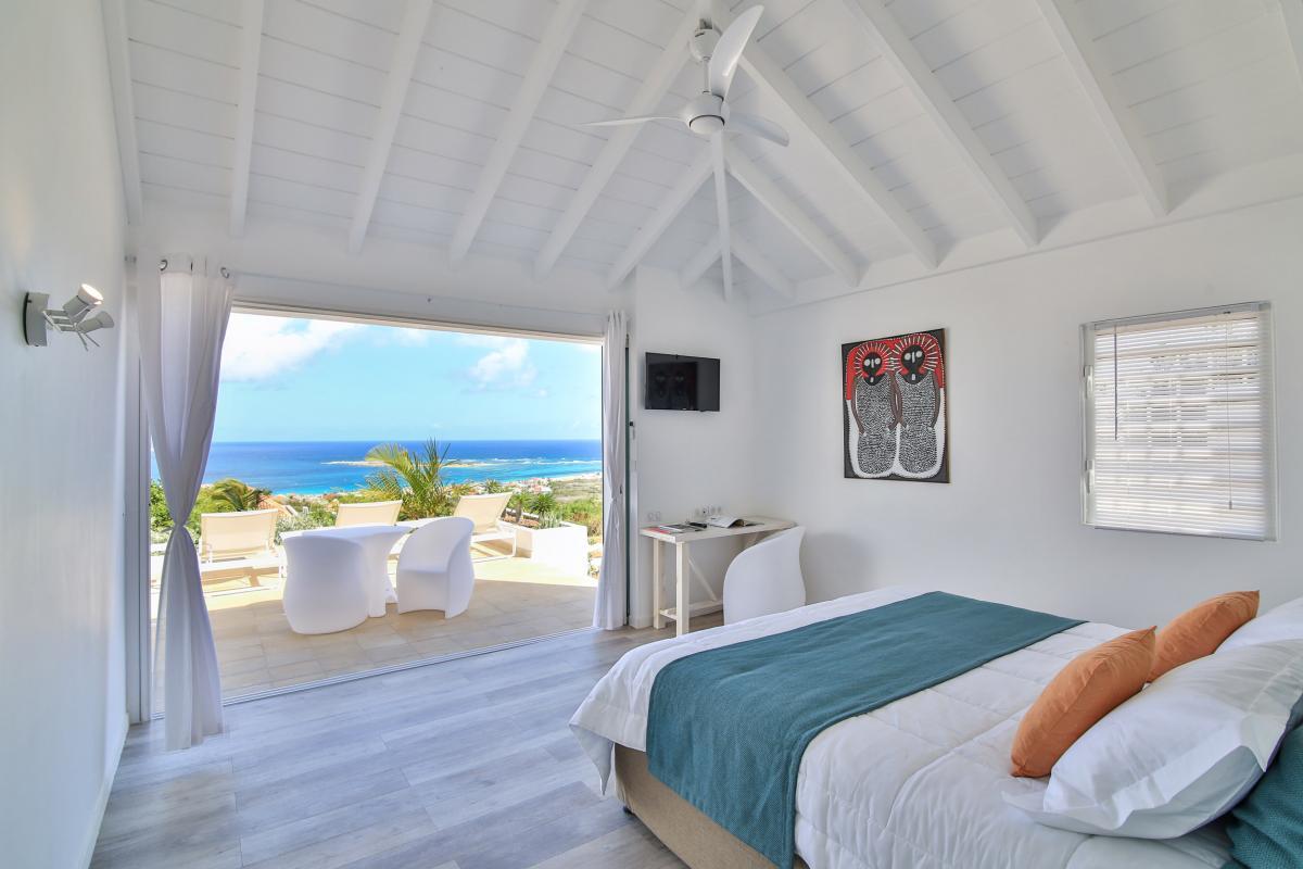 Villa 4 chambres avec piscine et vue mer à la Baie Orientale St Martin