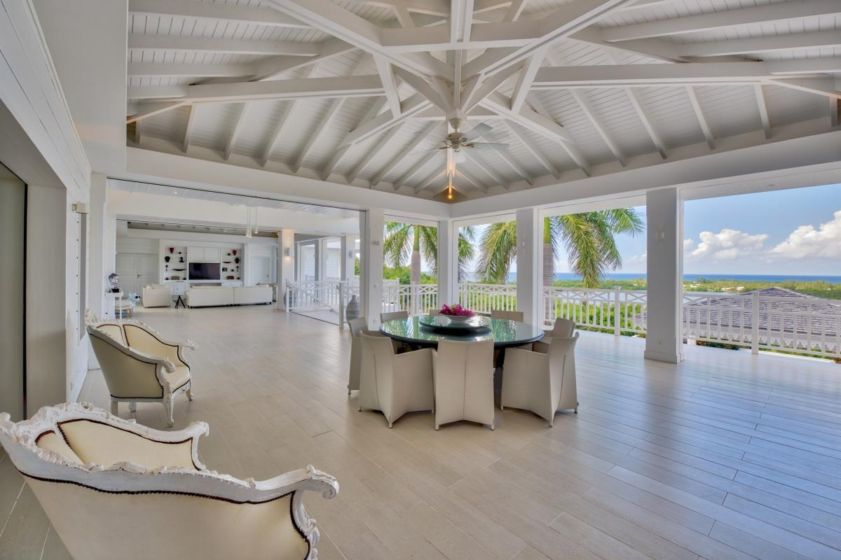Villa 6 chambres pour 15 personnes aux Terres Basses vue mer et piscine St Martin