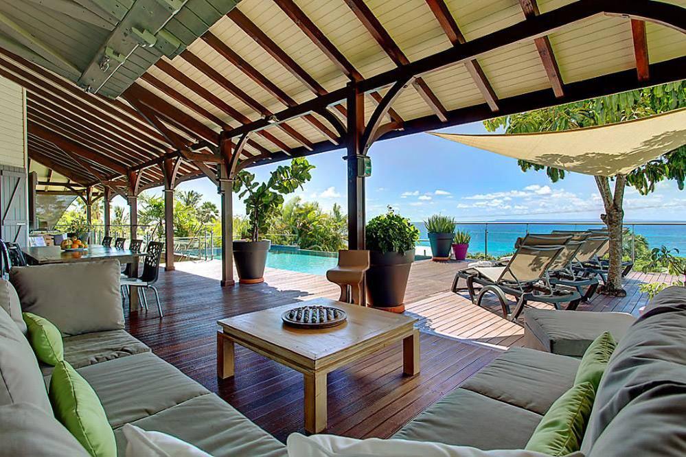 Location guadeloupe villa de prestige avec piscine et for Vue terrasse