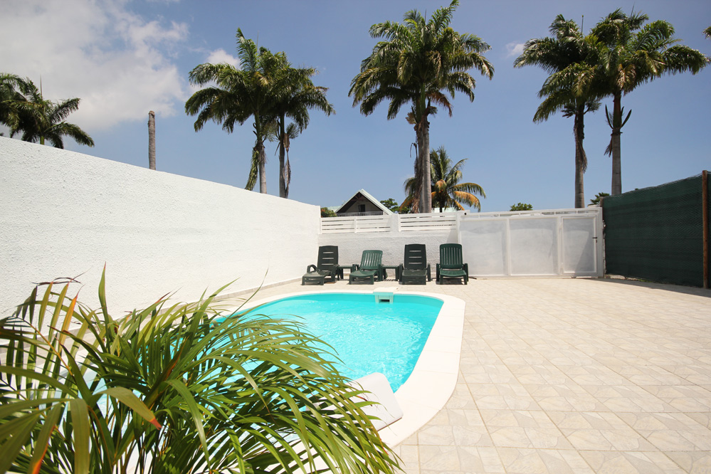location bungalow guadeloupe piscine 4 personnes saint