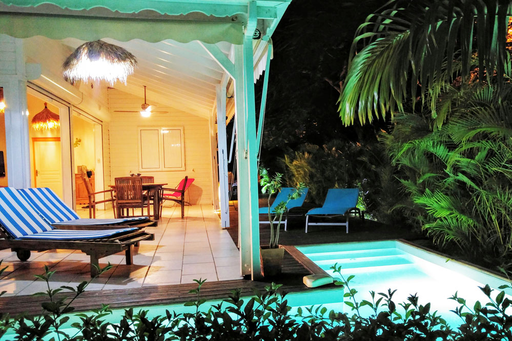 location guadeloupe villa avec piscine 150m de la plage. Black Bedroom Furniture Sets. Home Design Ideas