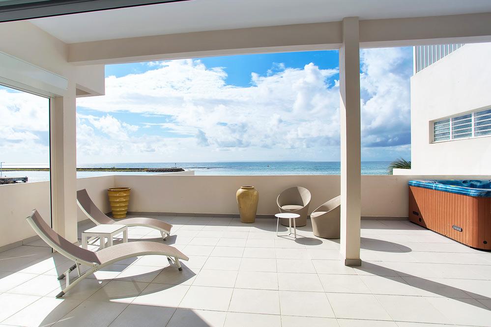 Location guadeloupe appartement de prestige avec jacuzzi for Appartement a louer a mohammedia avec piscine