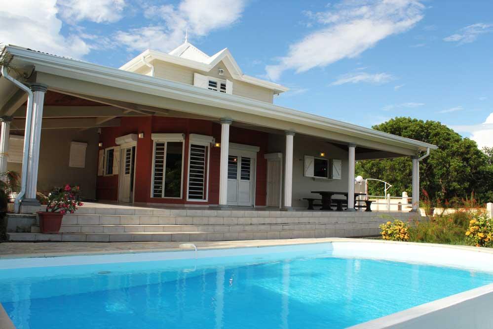 Location villa martinique vue mer piscine le diamant for Les belles villas