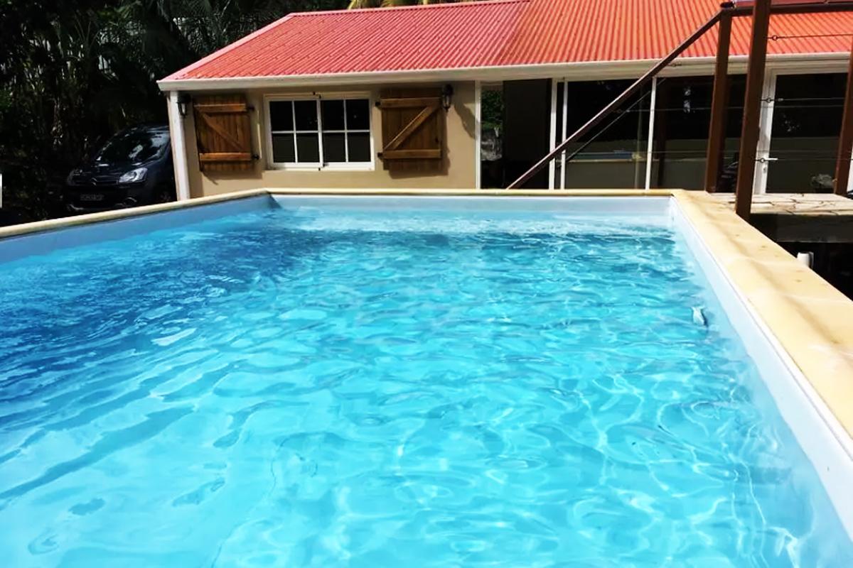 Location villa 4 personnes diamant martinique for Bungalow avec piscine martinique