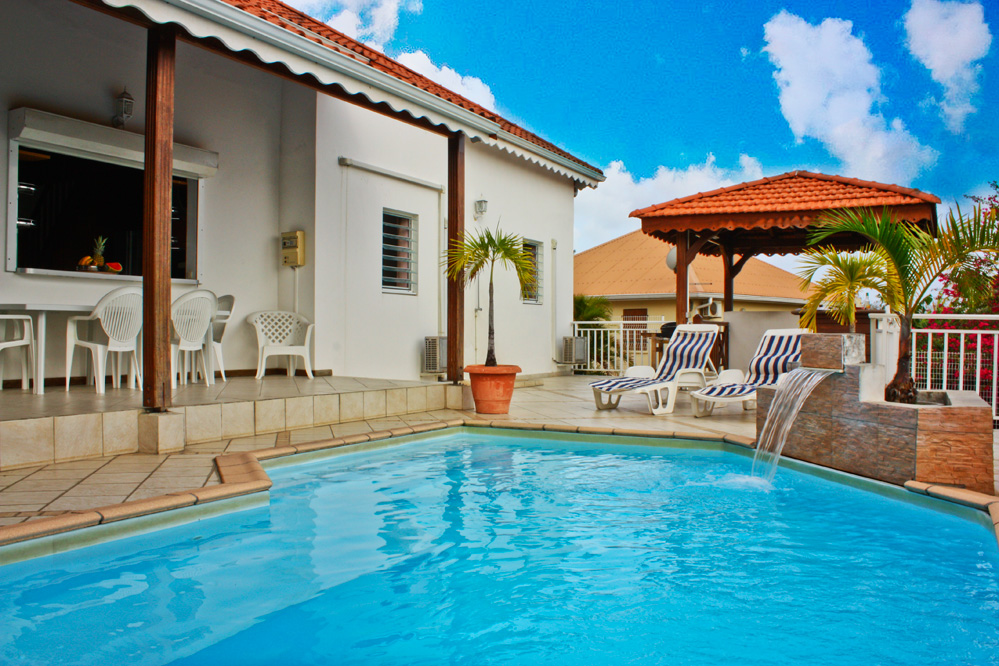 Location de villa luxe martinique piscine 12 personnes for Piscine martinique