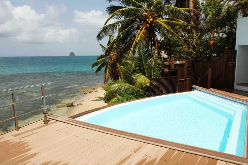 Location villa prestige sainte luce martinique for Villa piscine debordement