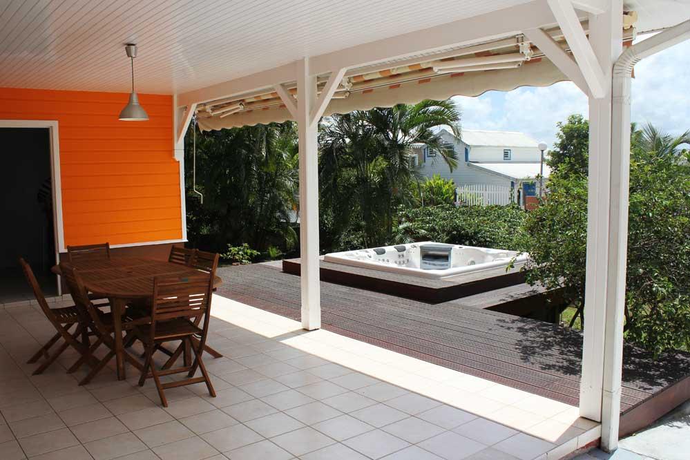 Location villa standing martinique piscine 6 personnes for Bungalow avec piscine martinique