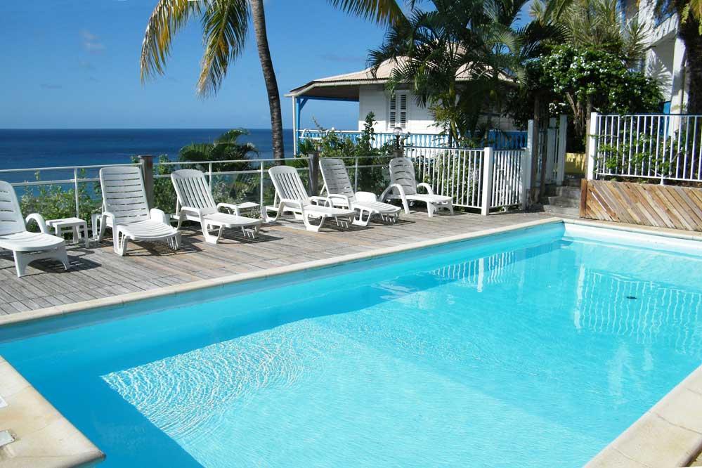 Location martinique villa proche mer piscine 6 for Bungalow avec piscine martinique