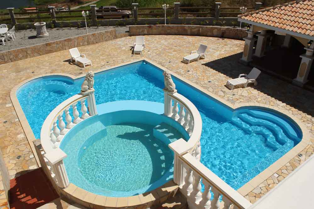Location villa martinique 16 personnes piscine jaccuzzi for Piscine jacuzzi