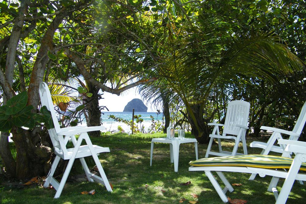 Location martinique villa pieds dans l 39 eau 12 personnes le for Villa du jardin sentosa