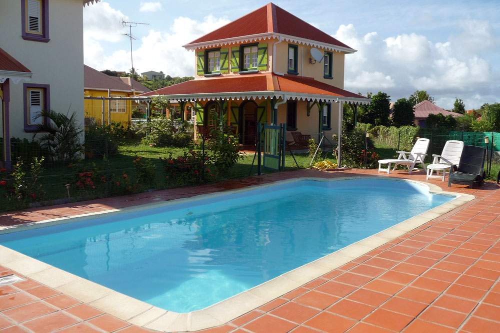 Location villa martinique piscine 6 personnes sainte anne for Chambre de commerce martinique